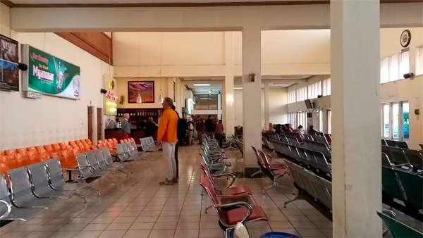 Sala de espera del aeropuerto HEHO.